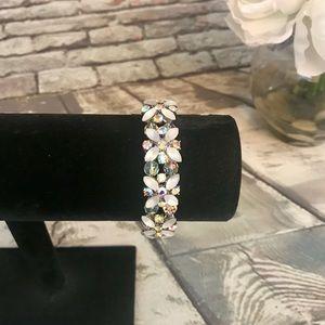 Jewelry - Beautiful Aurora Borealsis Glass Frosted Bracelet